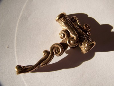 1978-bronze-roach-clip-daniel-riccio_1_546317142e7db46799c30317cd0f0e7c